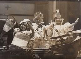 PHOTO ORIGINALE ( 13x18)   Paris Le Roi Et La Reine Des Gosses  Dans Leur Landau Fleuri - Personnes Identifiées