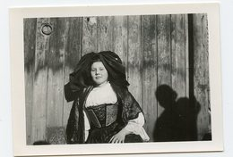 Jeune Fille Alsace Alsacienne ? Costume  Ancien Traditionnel Region 50s - Personnes Anonymes