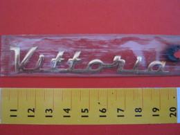 ADESIVO - VITTORIA VITTORIO - NOME NAME METALLIZZATO ORO GOLD RILIEVO VINTAGE 1970 ADHESIVE ETIQUETA ADHESIF - Adesivi
