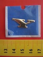 ADESIVO LETTERA IN BLISTER - Y - METALLIZZATO ORO GOLD RILIEVO VINTAGE 1970 ADHESIVE ETIQUETA ADHESIF - Adesivi