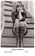 NANCY SINATRA - Film Star Pin Up PHOTO POSTCARD - 350-13 Swiftsure Postcard - Artistas