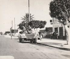 Rare Photo Originale Guerre Algérie Blindé  En Patrouille Dans La Ville De St Barbes - 1939-45
