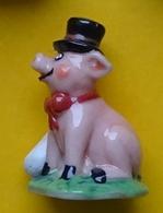 Fève -  Cochon Avec Un Chapeau Melon - Animaux