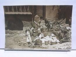 GEORGIE - TIFLIS - KURDS WOMEN WASHING CLOTHS IN SALPHER SPRINGS - Géorgie
