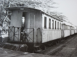 Très Belle Photo Ancienne Madagascar Train Gare Locomotive  ! Tampon Du Photographe - Stations With Trains