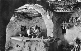 Afrique -TUNISIE Ile De DJERBA  Atelier D'un Potier De Guallala (poterie)   (  Edition Sud-Photo Gabes N°38)*PRIX FIXE - Tunisie
