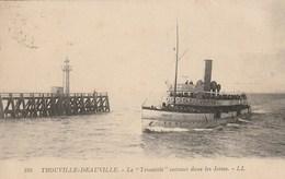 """CPA 14 (Calvados) TROUVILLE - DEAUVILLE / LE """" TROUVILLE ENTRANT DANS LES JETEES - Trouville"""