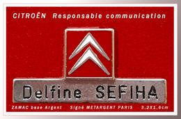 SUPER PIN'S CITROËN : PIN'S BADGE AGENTS COMMUNICATION SALONS En ZAMAC ARGENT Logo Relief Signé METARGENT PARIS 3,2X1,6 - Citroën