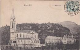 F65-054 LOURDES - LA BASILIQUE - DEBUT DES ANNEES 1900 (CARTE CIRCULE EN 1906) - Lourdes