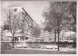 PARIS 7ème (75) : LE PALAIS DE L'UNESCO - 4CV RENAULT - DAUPHINE RENAULT - CPSM GRAND FORMAT - 2 SCANS - - France