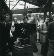France Opérateur Photographique Dans Une Halle Station De Train? Ancienne Photo 1930's - Photographs