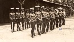 Papouasie Nouvelle Guinee Madang Gardes D'Honneur Indigene Police Ancienne Photo De Presse 1920's - War, Military