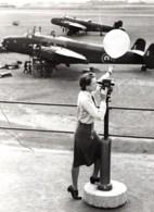 Grande Bretagne Bataille De La Ruhr Meteorologiste WAAF Ancienne Photo De Presse 1943 - War, Military