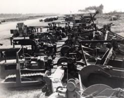 Indonesie Ile De Morotai Vehicules RAAF En Attente De Rapatriement Ancienne Photo 1945 - War, Military