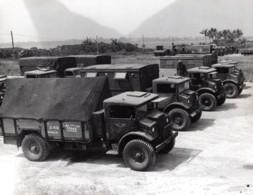 Indonesie Ile De Morotai Camions RAAF En Attente De Rapatriement Ancienne Photo 1945 - War, Military