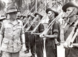 Papouasie Nouvelle Guinee Aitape Lord Wakehurst Inspection De Troupes Ancienne Photo 1945 - War, Military