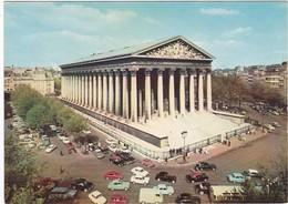 F75-386 PARIS - EGLISE DE LA MADELEINE ET TOUTES LES VOITURES ANCIENNES CIRCULANT - Kerken