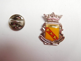 Superbe Pin's , Blason De La Lorraine - Cities