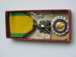Médaille/Décoration - Médaille Militaire Dans Sa Boite  ***** EN ACHAT IMMEDIAT **** - Medals