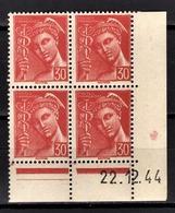 FRANCE 1942 - BLOC DE 4 TP  Y.T. N° 547 COIN DE FEUILLE / DATE   - NEUFS** - Neufs
