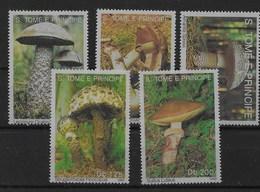 Serie De Santo Tomé Nº Yvert 1346/50 ** SETAS (MUSHROOMS) - Sao Tomé Y Príncipe