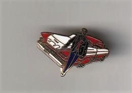 Rare Pin's Johnny Halliday Devant Cadillac - Personnes Célèbres