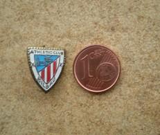 1 Petit Insigne Ancien FOOTBALL ATHLETIC CLUB BILBAO (Espagne), En Métal. - Football