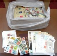 Ca. 2,6 Kg Briefmarken Europa + Deutschland - Boites A Timbres