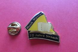 Pin's,Musique,Musik WANNER SIRNACH,Suisse,Instrument,Accordéon,Handharmonika - Musica