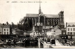 80. Amiens. Pont De La Dodane Et La Cathédrale - Amiens