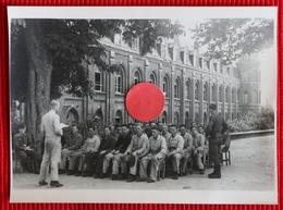Soldats Allemands Au Cloître Malassise à Saint-Omer - France - Photos Originales - 1939-45