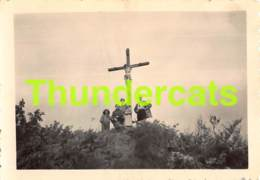 ANCIENNE PHOTO VINTAGE SNAPSHOT FOTO 6,5 Cm X 8,5 Cm BOHAN SUR SEMOIS CAMP CROIX ROUGE 1947 - Places