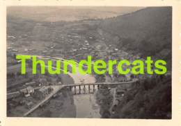 ANCIENNE PHOTO VINTAGE SNAPSHOT FOTO 6,5 Cm X 8,5 Cm BOHAN SUR SEMOIS CAMP CROIX ROUGE 1947 - Lugares