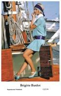 BRIGITTE BARDOT - Film Star Pin Up PHOTO POSTCARD - C2-174 Swiftsure Postcard - Artistas