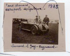 PHOTO ANIMÉE. Ancienne Voiture .Tank CHENARD Aéroport De Lyon Bron Aéroport 1935. Chenard Et Walker. - Automobiles