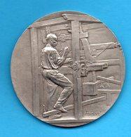 Médaille En Argent (écrin) - 1927 - Union Syndicale Des Tissus Textiles Métier à Tisser - A. RIVET - Professionnels / De Société