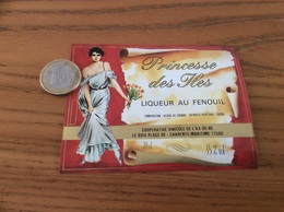 Etiquette «LIQUEUR AU FENOUIL - Princesse Des Iles - COOPÉRATIVE VINICOLE DE L'ILE-DE-RÉ (17)» (femme Sexy) - Etiquettes