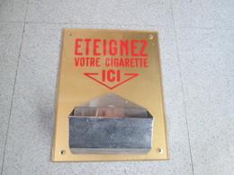 Enseigne Avec Cendrier . Vintage - Other