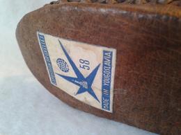 EXPO 58  Petites Chaussures Du Stand Yougoslavie - Obj. 'Souvenir De'