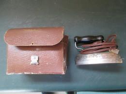 Petit Fer A Repasser Ancien Avec Sa Pochette D Origine - Outils