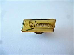 PINS LA VIE ECONOMIQUE LOGO / 33NAT - Badges