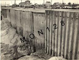NORMANDIE OUISTREHAM- CONSTRUCTION DE L'ECLUSE PAR L'ENTREPRISE H.COURBOT - 5 PHOTOS CENTRAL PHOTO CAEN - 24x18 Cms - Places