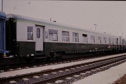 Photo Diapo Diapositive Slide Train Wagon Voiture Voyageurs SNCF De 2ème Classe Le 03/10/1998 VOIR ZOOM - Diapositives