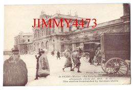 CPA - La Gare Bombardée Par Les Obus Allemands, Place Bien Animée En Dec 1918 - REIMS 51 Marne - Ed. Marcel Delboy N° 10 - Reims