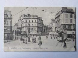 CPA  (80) Somme - AMIENS - La Place Gambetta - Gambetta Square - Amiens