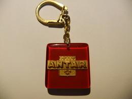 Année 60 1 Porte-clé Logo   ANTAR - Non Classés