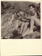 Ile Du Levant,Plage Des Grottes, Nus,  Revue Ile Du Lev.., Association A.D.I.L.(voir Detail) (bon Etat) Dim: 16.5 X 16,5 - Orte
