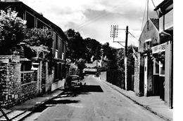 Auffreville - Grande Rue Avec Renault 4CV - Sonstige Gemeinden