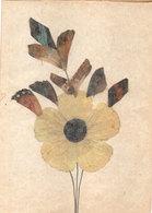 Carte Artisanale Fabriquée A La Main Avec Des Ailes De Papillons - Fleurs  .  (111224) - Art Africain