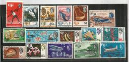Années 1960's FIJI,  Lot De 41 Beaux Timbres Des Iles FIDJI, Oblitérés, 1 ère Qualité.   Côte 50 Euro. Deux Photos - Fiji (1970-...)